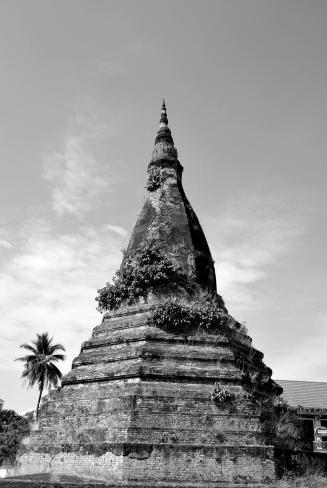 That Dam. La estupa más grande de Vientiane.