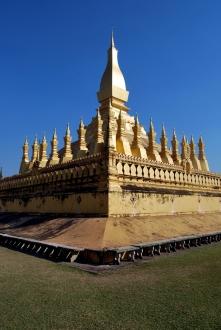 That Luang, símbolo de Vientiane. Dicen que contiene una costilla de Buda. ¡De Buda!