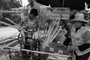 El zumo de caña de azúcar es una auténtica delicia y una fuente de energía para el pueblo camboyano. Y para mi.